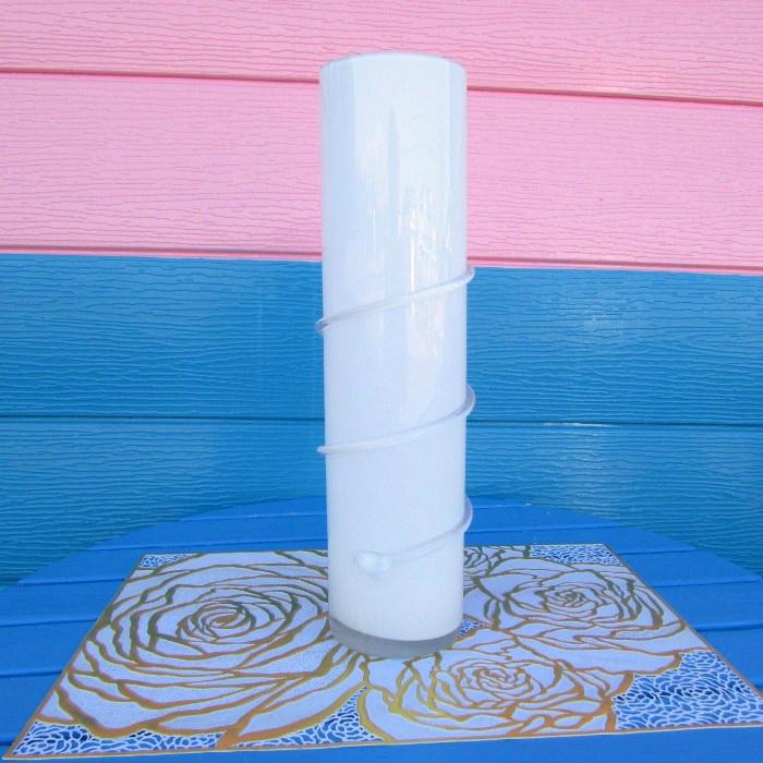 すらりとした背が高めのフラワーベース生花 造花 どちらも華やかに見せてくれます ≪インテリア雑貨 花器≫ ホワイトガラス フラワーベース エンジェルロード インテリア置物 エンジェル プレゼント 流行のアイテム 花瓶 天使 花器 安心と信頼