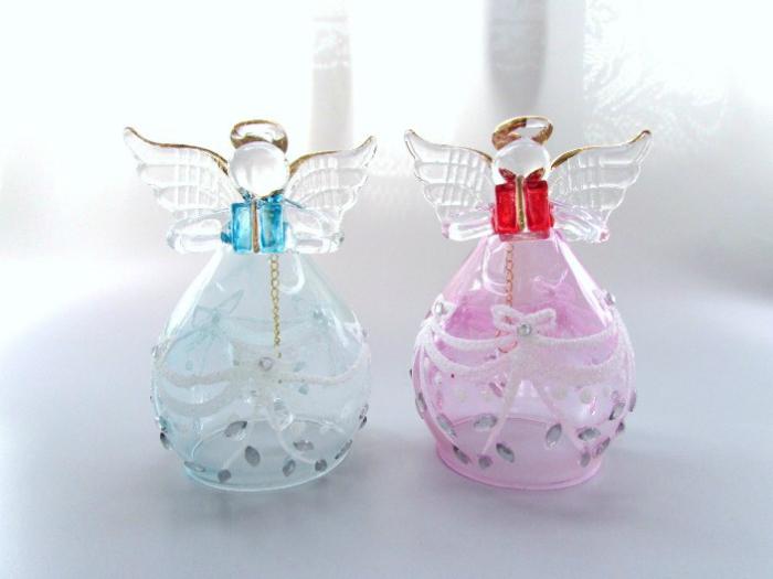 安全 ガラス製 プレゼントボックスを持った天使のガラスベル ぷっくりフォルムが可愛らしいです ≪天使雑貨 エンジェル雑貨 置物≫ ガラスの天使 プレゼントエンジェルベル ピンクブルー インテリア ギフト 贈り物 母の日 オーナメント いつでも送料無料 置物 プレゼント Xmas 576653 誕生日 ホワイトデー