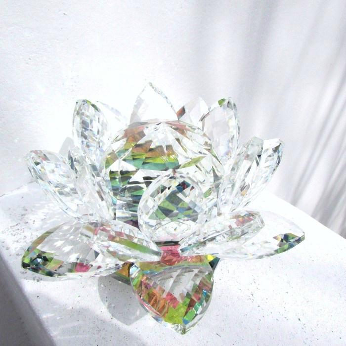 ガラスで作られたキラキラの蓮の花 大サイズ光を受けて 様々な表情を見せてくれます 《久々の再入荷》☆天使の輝き☆ クリスタルロータス 大 癒し 清涼グッズ クリスマス 誕生日 母の日 記念日 日本全国 送料無料 贈り物 クリスタル おうち時間 サンキャッチャー 置物 祭壇 ギフト プレゼント お供え 蓮の花 インテリア 期間限定特別価格 天使雑貨