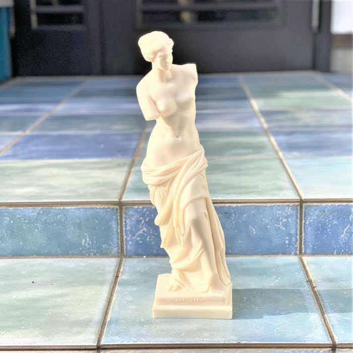 オリジナル 泡から産まれたとも言われる美しいヴィーナスの立像 ≪天使 置物 エンジェル雑貨 欧米雑貨≫ ギリシャ輸入大理石像 ルーヴル美術館の至宝 ミロのヴィーナス 大 彫刻レプリカ 女神像 記念品 インテリア エントランス 贈り物 一部予約 玄関 オブジェ ギリシャ雑貨