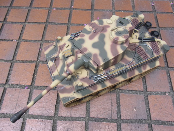 ラジコン戦車完成品トロTorro 1/16Tiger I 初期型(BBシューティング・サウンド・発煙仕様・三色迷彩ウェザリング塗装)Tiger Tank 2.4 GHz Camo Airbrush Painting Special-Edition! 1112205221