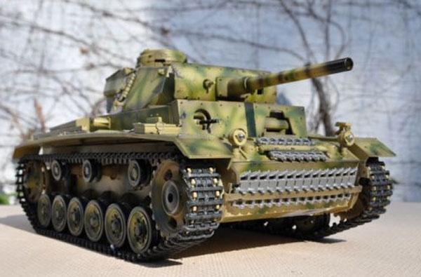 ラジコン戦車完成品タイゲンTaigen/HengLong 1/16 III号L型 2.4GHz (イタリア戦線迷彩塗装1943・金属ギアボックス・プラキャタピラ・BB・サウンド・発煙仕様)