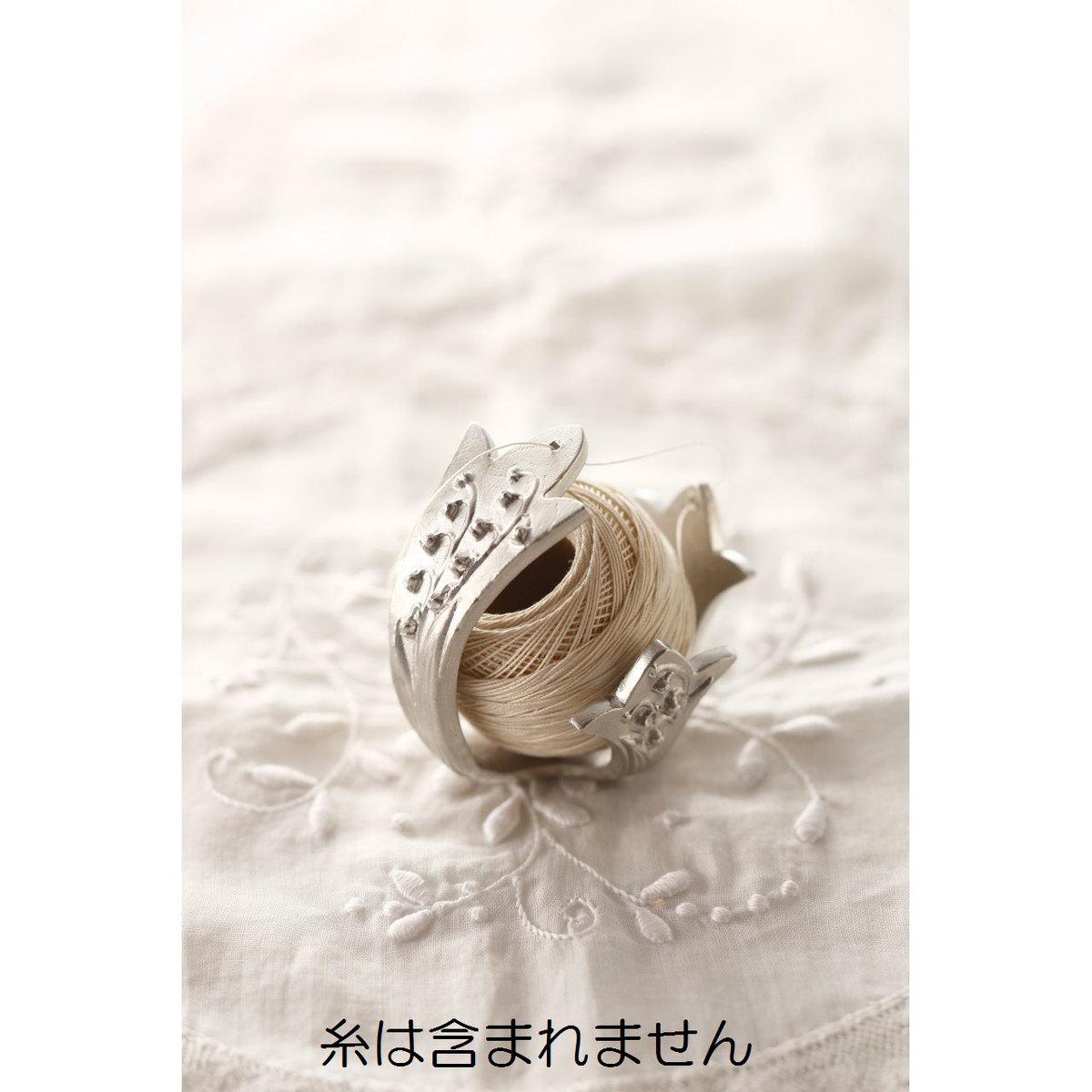 人気雑貨アーティスト溝江里映さんと伝統工芸の魅力を伝え続ける能作さん メイルオーダー クロバーとのコラボレーションによって生まれた糸ホルダー クロバー 79-600 ポルトボヌール お求めやすく価格改定 すずらん糸ホルダー