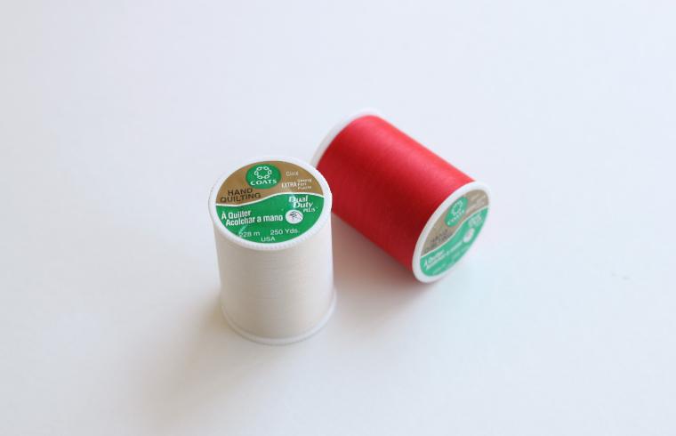 糸の表面に樹脂加工によるコーティングが施されており キルト芯が引っかかりにくくもつれる心配がありません 厚手の縫製やギャザーにもお使いいただけます ダルマ 上等 DualDuty ART260 128-59 パッチワーク 超激得SALE デュアルデューティ
