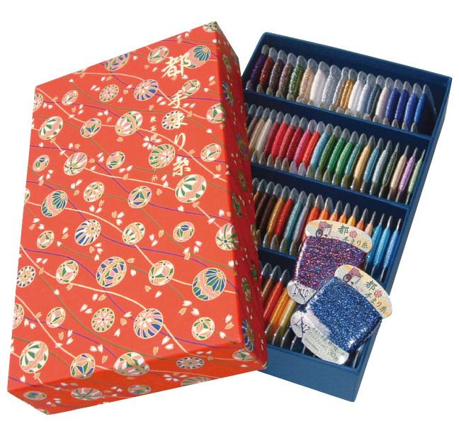 ポリエステルシルク断面の極細長繊維を用いていますので優れた光沢で色あせしません。まり糸用として設計してありますので手に良くなじむ最高級手まり糸です。 FUJIX(フジックス) 都手まり糸 30m  92色 手まり 飾り縫い用糸 セット | 都てまり てまり