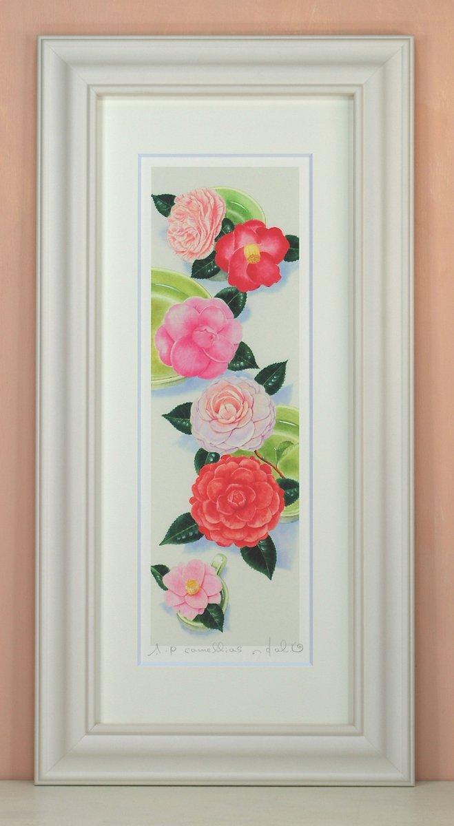 壁掛けアートは リビングや玄関におすすめのインテリア 絵画といえばルノワール ゴッホのひまわりといった名画が有名 かわいい壁飾りはお部屋を癒やしてくれそう プレゼントにも 絵画 壁掛け Camellias〔栗乃木ハルミ くりのきはるみ〕 インテリア 額入り 額装込 風景画 リビング 玄関 プレゼント おしゃれ モダン Mサイズ 飾る 新生活 アートパネル 油絵 アートフレーム ポスター 巣ごもり アート 新品