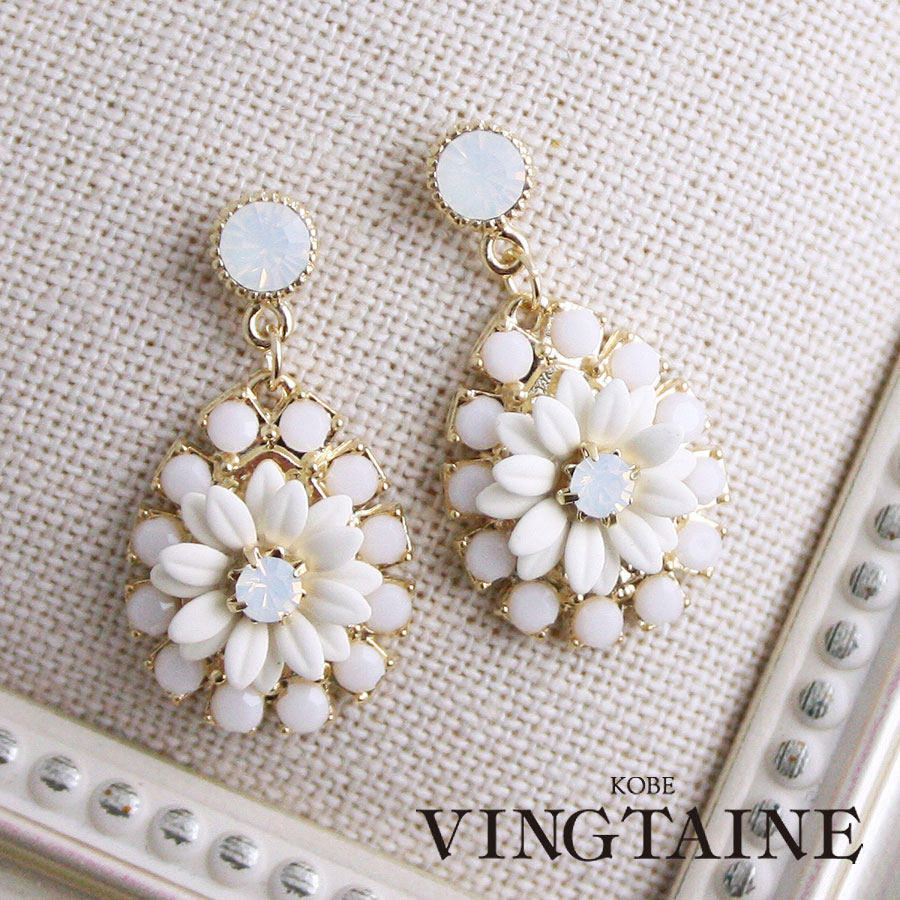 Kobe Vingtaine Teardrop White Flower Pierced Earrings Earrings