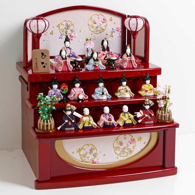 雛人形 木目込人形 ひな人形 明るい色合いで桜柄衣装の木目込み人形コンパクト赤塗収納三段十五人飾り