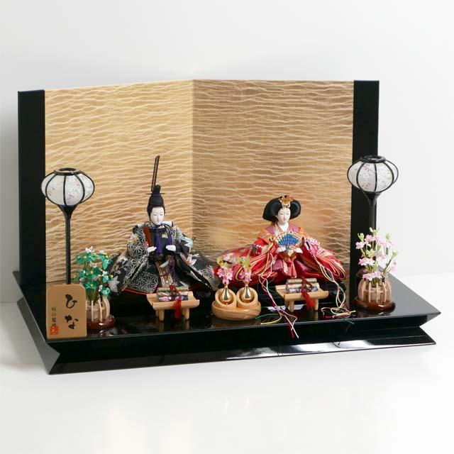 雛人形 親王飾り 雛 平飾り ひな人形 赤のお姫様と黒のお殿様の雛人形絹金包み屏風巻物親王飾り