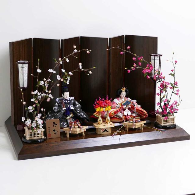雛人形 親王飾り 平飾り ひな人形 桜の花びら模様の可愛い雛人形紅白梅茶塗六曲飾り