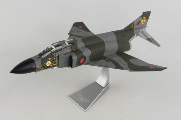 スタンド付属 飛行姿勢/駐機姿勢 選択展示可能  コーギー 1/48フマクドネル ダグラス ファントム FG.1 XV592/L イギリス空軍 第111飛行隊 ルーカーズ Fife スコットランド 1970年代後期 (AA27902)【予約:2021年12月以降発売予定】通販 プレゼント 飛行機 航空機 完成品 模型