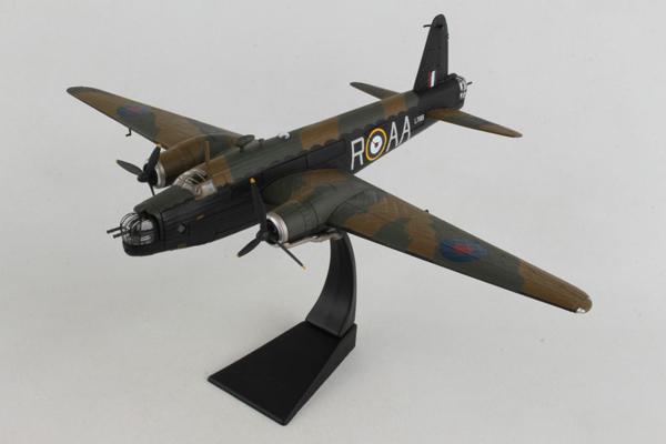 スタンド付属 飛行姿勢/駐機姿勢 選択展示可能  コーギー 1/72 ビッカーズ ウェリントン ワード VC (AA34812)【予約:2021年12月以降発売予定】通販 プレゼント 飛行機 航空機 完成品 模型