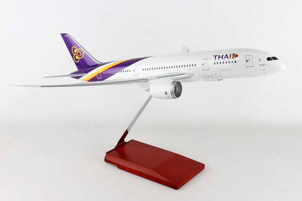 スタンド付属 ランディングギア付属  SKYMARKS 1/100 タイ国際航空 B787-8 木製スタンドギア付き (SKR8901) 通販 プレゼント 飛行機 航空機 半完成品 模型 送料無料
