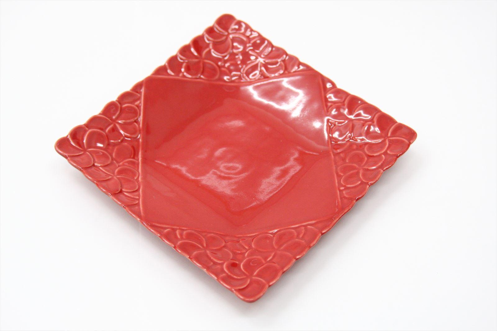 ◆フランジパニ角皿(四隅柄)レッド17.5角◆ (アジアン食器・洋食器・卓上テーブルアイテム・バリプレミアム)