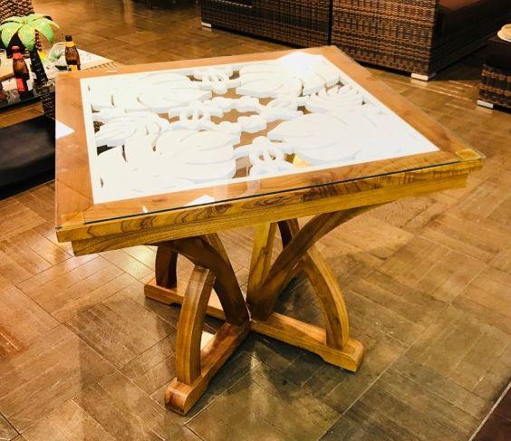 ◆モンステラ彫刻のウッドテーブル◆90x90cm天板ガラス付き送料区分「D]※ガラス付帯のため(ガラステーブル・ウッド・マホガニー・天然木)
