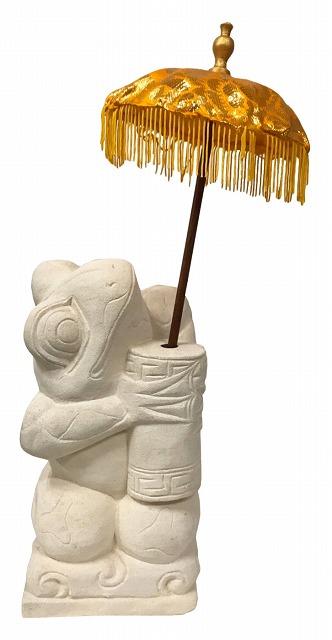 パユン持ちカエル 左向き斜め上向き【バリ・アジアン雑貨      バリパラダイス】