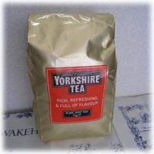インド 全品送料無料 セイロン 出色 アフリカ産等10ヶ国以上の茶葉のブレンド 飽きのこない渋みとコクのバランスは英国人の大好きなブレンドです オブ テイラーズ 紅茶ヨークシャー500g ハロゲイト