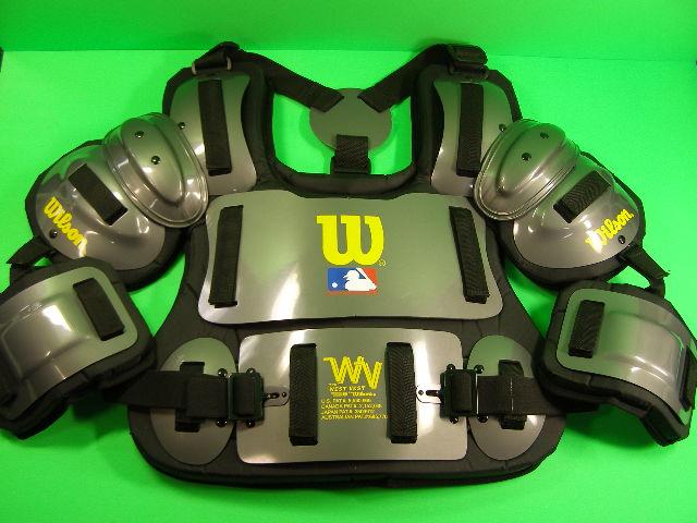 送料無料 ウィルソン Wilson 硬式用 審判用インサイドプロテクター Fitted Umpire Chest Protector WTA3217 CHA13 WILSON 輸入品 軟式M号球 硬式野球 ソフトボール
