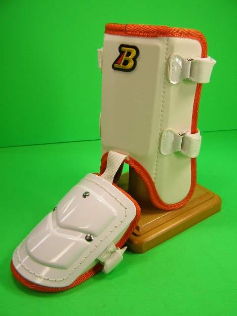 タイムセール フットガードならベルガード プロ選手使用レベルです ベルガード BELGARD プロ仕様合皮巻きタイプ フットガード FG902 ショートタイプ ホワイト×オレンジ 保障 ガード レッグ