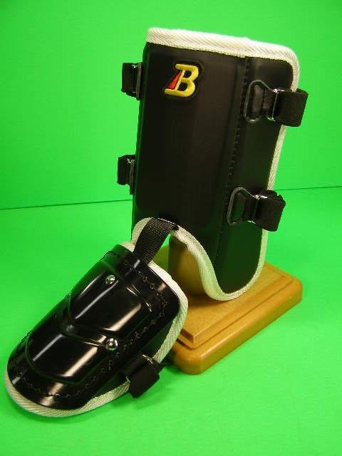 フットガードならベルガード プロ選手使用レベルです ベルガード BELGARD 日本メーカー新品 プロ仕様合皮巻きタイプ 大特価!! フットガード ガード FG902 ショートタイプ レッグ ブラック×ホワイト