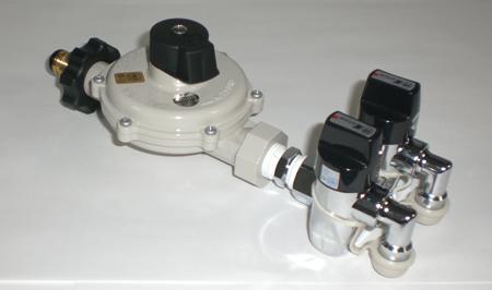 二ロON-OFFヒューズガス栓 LPガス調整器セットコンセント式 固定型品番 注目ブランド KCCO-31K LPガス用 格安店 コンセント式 LPガス調整器セット