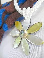 代引き不可 ハワイアンネックレス シェルネックレス シェル 貝 ハワイアン シェルパーツ 奉呈 シェルビーズ ハワイから マザーオブパール ロングネックレス フラワー大輪-22 ネックレス バリ
