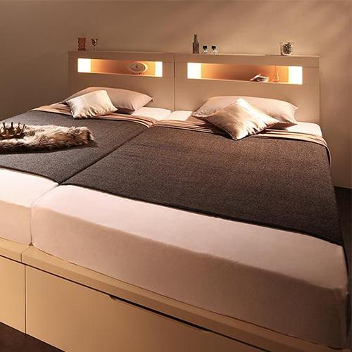 洗練されたワンランク上の寝室 モダンライト大型跳ね上げ収納ベッド (連結タイプ)