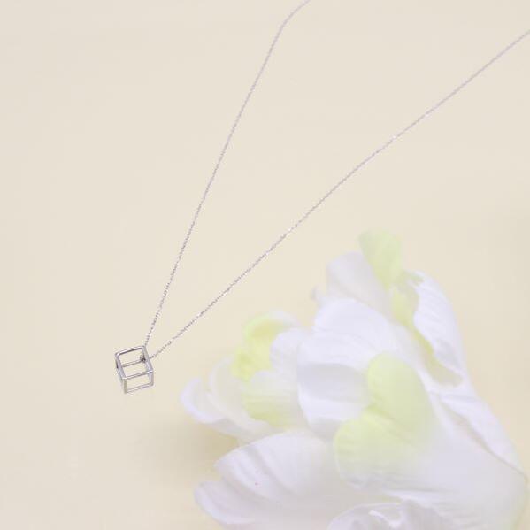 ウノアエレデザインネックレス・キューブ 42cm