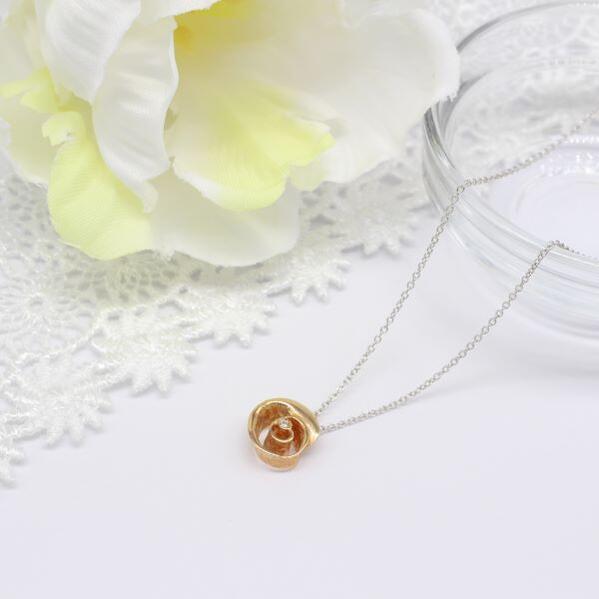 ウノアエレホワイトゴール/ダイヤモンドプチネックレス・バラ 42cm