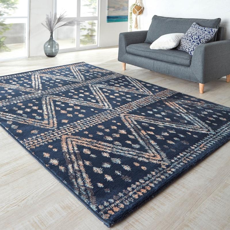 ベルメゾン 幾何柄のウィルトン織ラグ(タマライ) 「ネイビー」◆約133×190(サイズ(cm))◆◇ カーペット 敷物 リビング おしゃれ デザイン 絨毯 じゅうたん マット 汚れ 傷  ◇