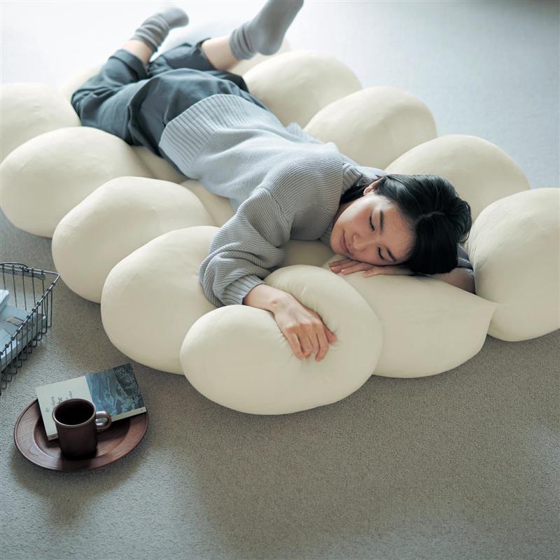 もちもち触感がやみつきになる雲のようなごろ寝マット