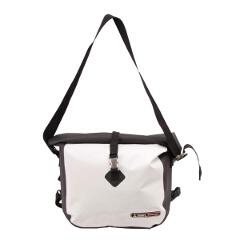 【ジェリ―】 メッセンジャーバッグ 防水バッグ [カラー:ホワイト] [容量:約15L] #GE3006WH 【スポーツ・アウトドア:その他雑貨】【GERRY】