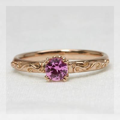 ピンクサファイアツタの葉リング 誕生石 9月 春色ピンク