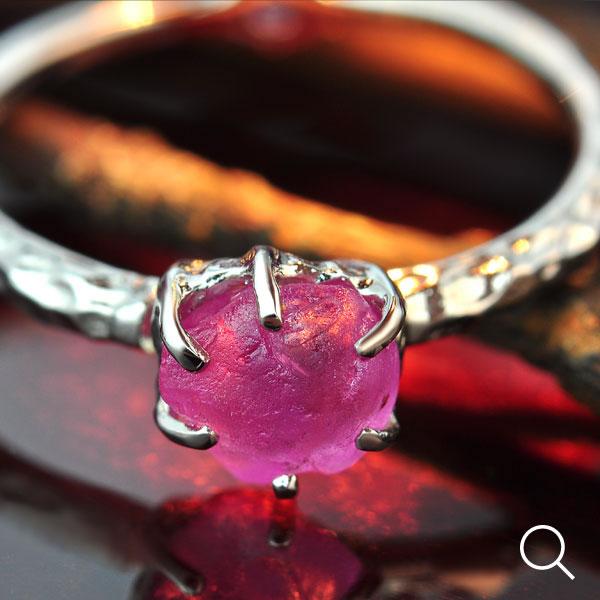 ピンクサファイア原石リング 誕生石 9月 春色ピンク