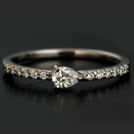 お試し価格 「シェルタ」ペアシェイプ ダイヤモンドリング対応金種:WG、YG、PG、SG※金券・スクラッチ使用不可、その他割引対象外商品です。 誕生石 4月