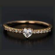 お試し価格 「シェルタ」ハートシェイプダイヤモンドリング※金券・スクラッチ使用不可、その他割引対象外商品です。 誕生石 4月