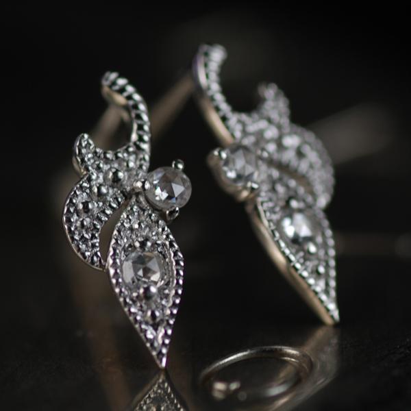 サマーセール 7/27迄 ローズカットダイヤモンドピアス対応金種:K18ホワイトゴールド/K18イエローゴールド/K18ピンクゴールド※1ペアの価格です。 ※こちらのピアスは1ペアの金額です 誕生石 4月