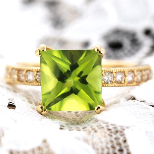 K18ペリドットスクエアバフトップ×ダイヤモンドリング「ファサード」 誕生石 4月 8月