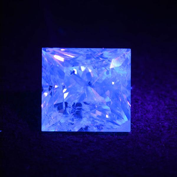GWイベント開催中 ☆蛍光性 ダイヤモンド 1.00ct1個限定製品オーダー可能※こちらのルースを使用してのオーダー・セミオーダー・カスタマイズもお受けできます。 母の日