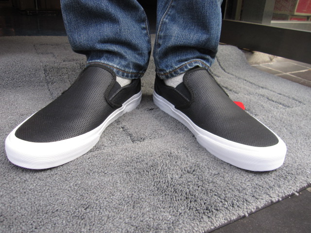 VANS (vans) CLASSIC SLIP-ON (PERF LEATHER) BLACK (classic slip-on ×  perforated leather) slip on USA limited