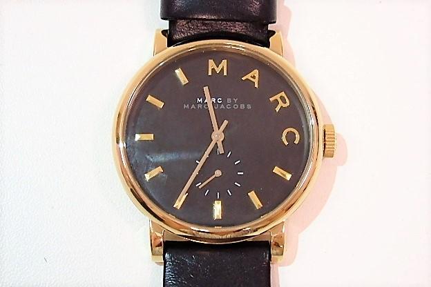 美品 マークバイマークジェイコブス MARC BY MARC JACOBS レディース 腕時計 ベイカー MBM1269 ブラック 黒 文字盤 ゴールド SS レザー スモールセコンド スモセコ アナログ クォーツ ウォッチ 時計 人気 メンズ 婦人  【中古】 bt1220
