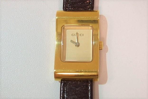 グッチ GUCCI レディース 腕時計 2300L スクエア ゴールド 文字盤 ブラウン 茶 SS レザー ブレス アナログ クォーツ 時計 人気 メンズ 婦人  【中古】 bt1248