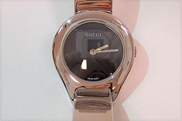 グッチ GUCCI レディース 腕時計 バングル ウォッチ 6700L ラウンド 黒 ブラック 文字盤 シルバー ブレス SS アナログ クォーツ 時計 人気 メンズ 婦人  【中古】 bt1268