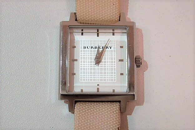 バーバリー BURBERRY レディース 腕時計 BU2004 スクエア 白 ホワイト 文字盤 ピンク ベージュ ブレス メタル PVC ロゴ アナログ クォーツ ファッション ウォッチ 時計 メンズ 婦人  【中古】 bt1272