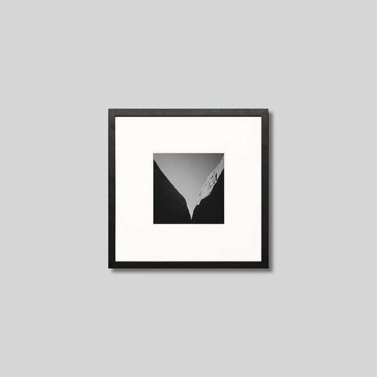 ウッド黒フレーム 正方形Sサイズ インテリア アート フォト プロ作品 デザイナー デザイン フォトグラフ 豊かなおうち時間 公式 男前インテリア IGREBOW 風の谷のシルエット 写真 ピクチャーアート オーストラリア カタジュタ 有名な モノクロ モダン スタイリッシュ モノクローム インテリアフォト アイグレボウ