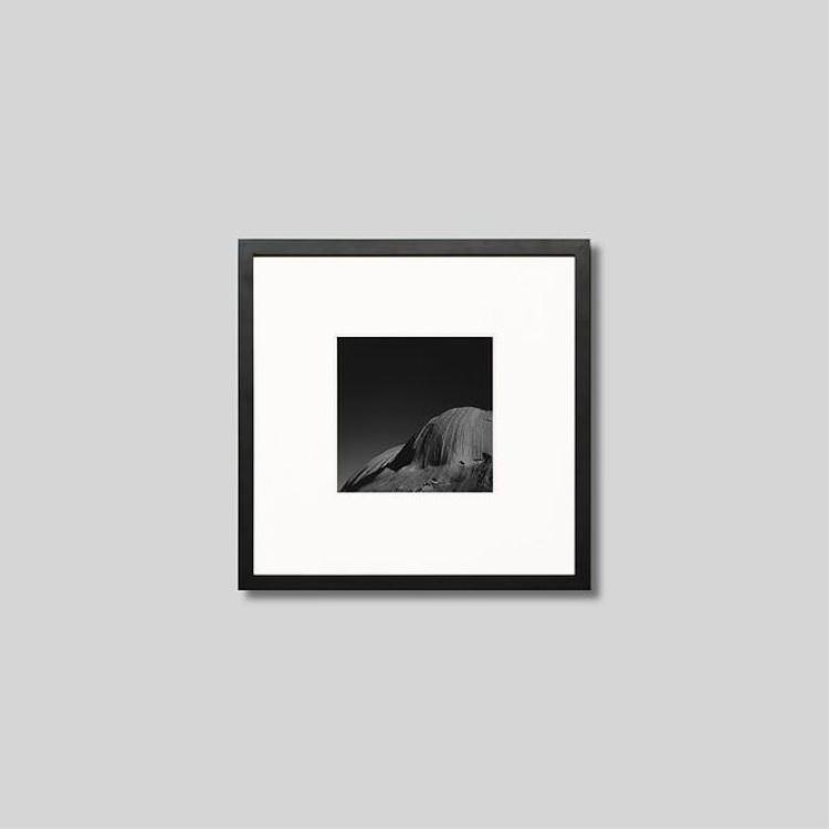 ウッド黒フレーム 正方形Sサイズ インテリア アート フォト プロ作品 デザイナー デザイン フォトグラフ 豊かなおうち時間 男前インテリア オーストラリア ウルルの岩 ピクチャーアート モノクローム 限定価格セール 写真 人気 おすすめ アイグレボウ スタイリッシュ IGREBOW モノクロ インテリアフォト モダン