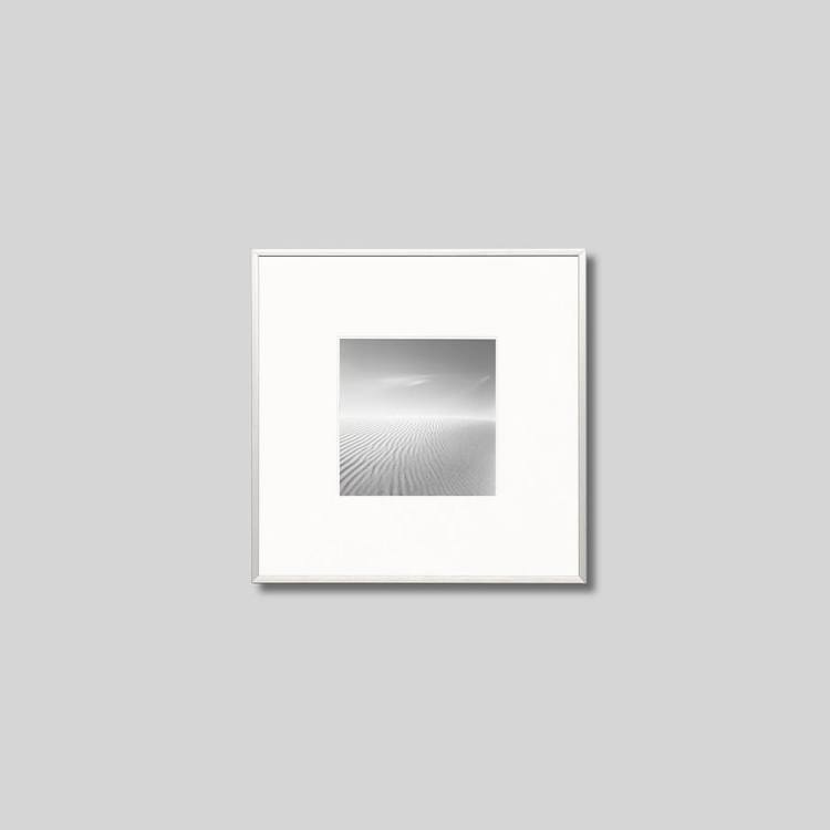 アルミフレーム 正方形Sサイズ インテリア アート フォト プロ作品 デザイナー デザイン フォトグラフ 豊かなおうち時間 超激安特価 男前インテリア ピクチャーアート モダン ゴビ砂丘 インテリアフォト モノクロ スタイリッシュ 年中無休 アイグレボウ モノクローム 写真 IGREBOW モンゴル