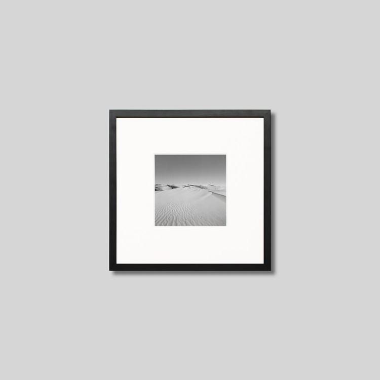 格安 価格でご提供いたします ウッド黒フレーム 正方形Sサイズ インテリア アート フォト プロ作品 デザイナー デザイン フォトグラフ 豊かなおうち時間 男前インテリア ゴビ砂漠 インテリアフォト モノクロ 訳あり商品 モノクローム アイグレボウ 写真 モダン ピクチャーアート スタイリッシュ IGREBOW モンゴル
