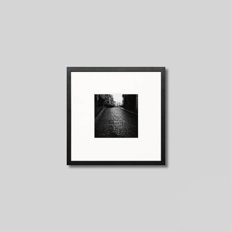 ウッド黒フレーム 正方形Sサイズ インテリア アート フォト プロ作品 デザイナー デザイン フォトグラフ 豊かなおうち時間 男前インテリア 新品未使用正規品 IGREBOW 専門店 フランス インテリアフォト モダン モノクローム モノクロ パリ スタイリッシュ 石畳の道 ピクチャーアート 写真 アイグレボウ