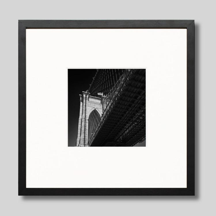ウッド黒フレーム 正方形Sサイズ インテリア アート フォト プロ作品 オンラインショッピング デザイナー 半額 デザイン フォトグラフ 豊かなおうち時間 男前インテリア IGREBOW 写真 ニューヨーク スタイリッシュ モダン アイグレボウ モノクロ ブルックリンブリッジ アメリカ インテリアフォト ピクチャーアート モノクローム